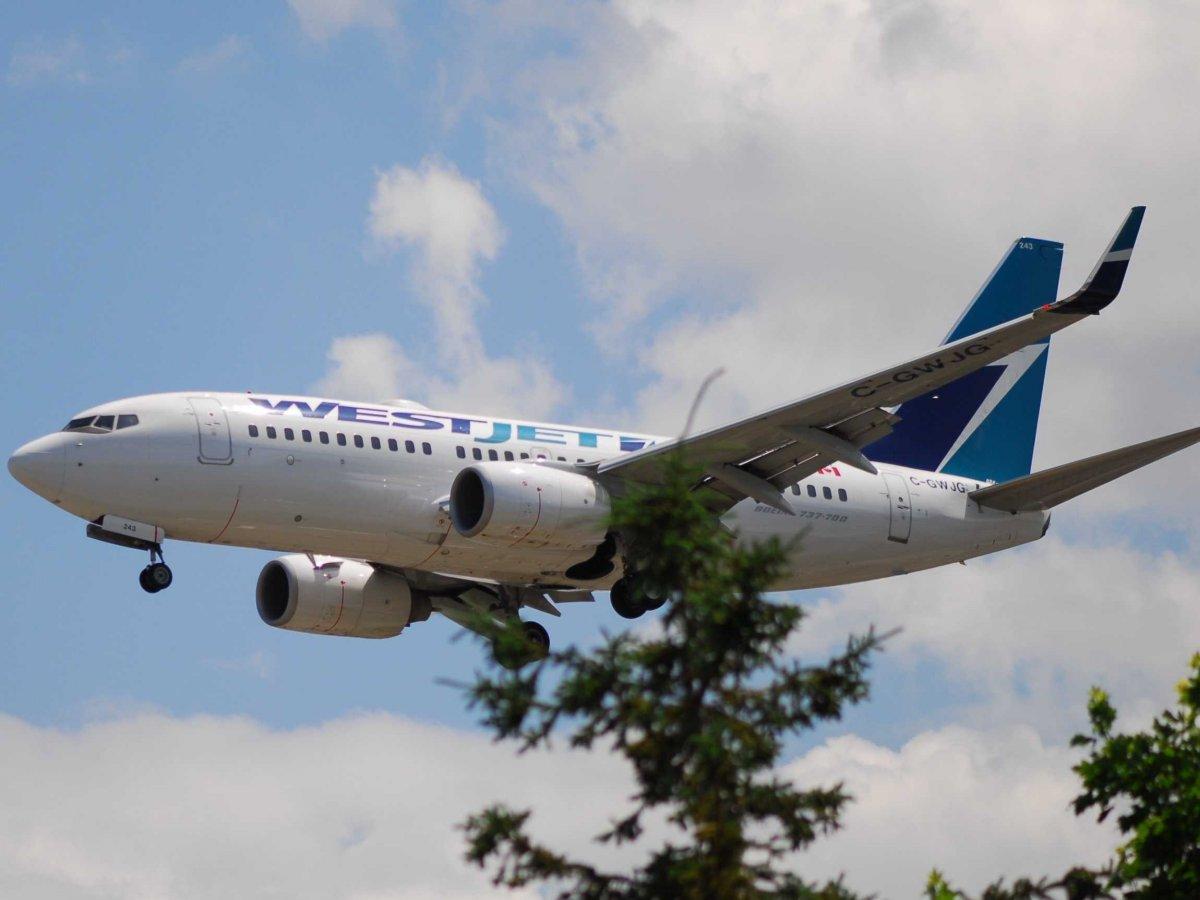 6. WestJet является крупнейшей бюджетной авиакомпанией Канады. Несмотря на принадлежность к лоукостерам, на борту вас ждут развлечения, чтобы скоротать полет.