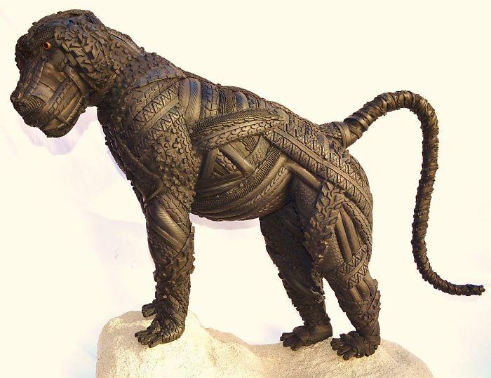 7. Свое же призвание в шинных скульптурах он нашел в 2013 году.