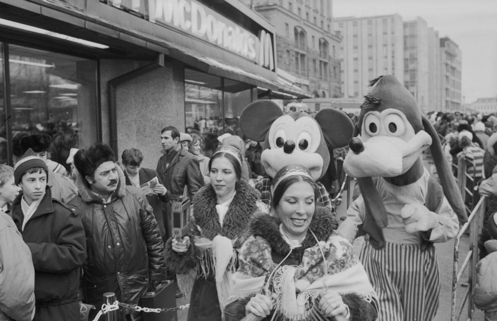 1. Открытие первого ресторана McDonald возле станции метро Пушкинская в Москве, 31 января 1990 года.