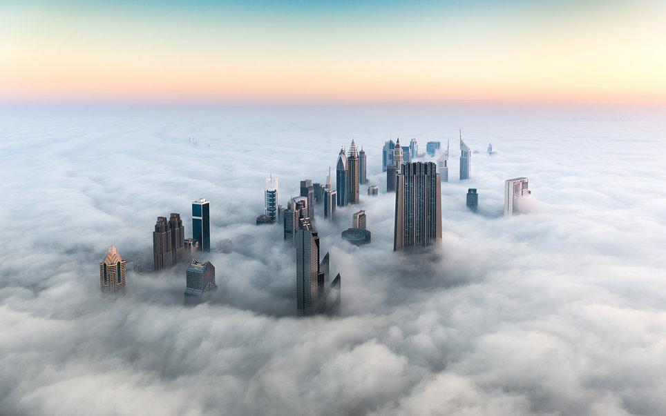 1. Дубай в тумане.