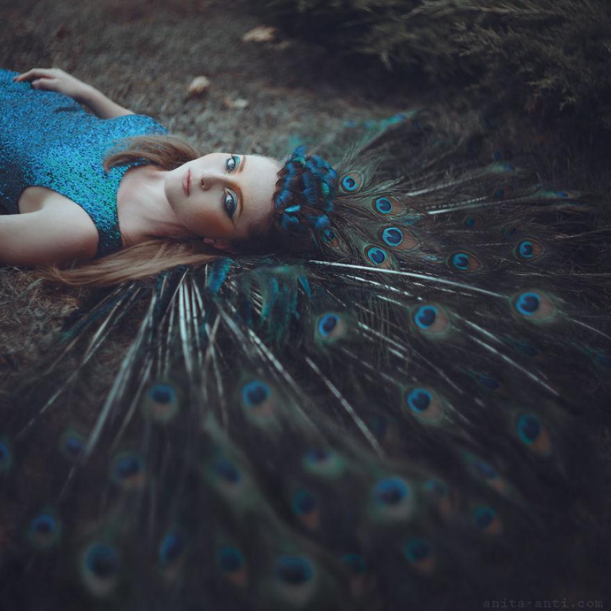 5. Павлин. «Иногда я нахожу красивую модель или красивое место и придумываю идею для фотосессии. Очень часто я сотрудничаю с творческими людьми».