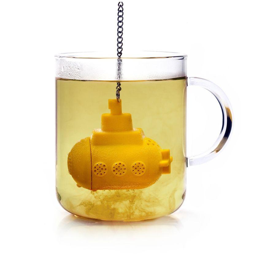 4. Желтая подводная лодка заварит вам крепкий ароматный чай. Заполнить лодку можно как чайными пакетиками, просто поместив их внутрь, так и рассыпным чаем.