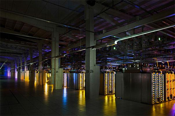 6. Серверная в Хамине, Финляндии. Для дата центра решено было отремонтировать старую бумажную фабрику, чтобы воспользоваться инфраструктурой здания и его близостью к заливу, для обеспечения охлаждения серверов.