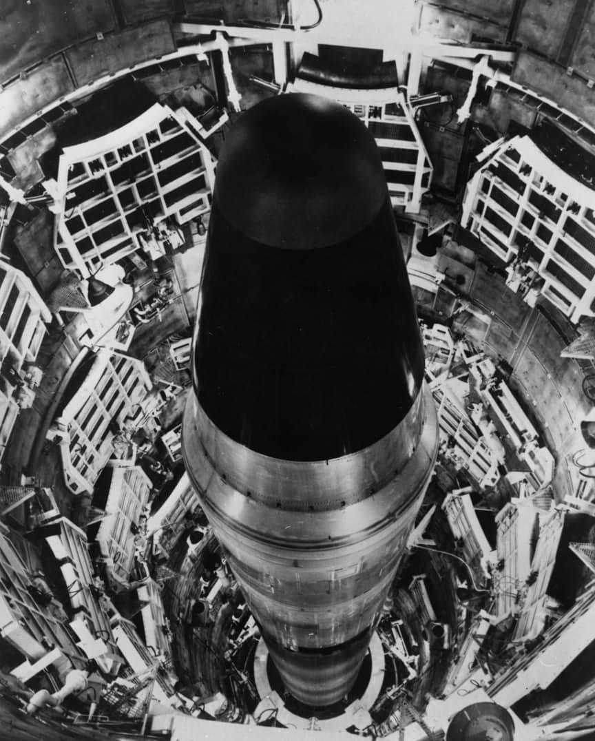 5. Ложное срабатывание системы предупреждения о ракетном нападении.