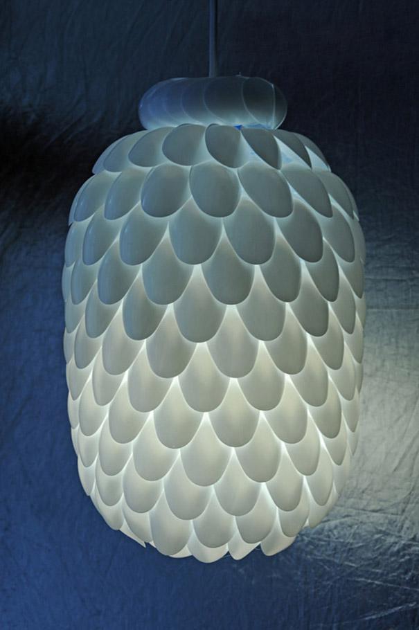 5. Сегодня очень много компаний производят изделия из этого типа пластмасс. Сами смотрите - http://www.rusprofile.ru/codes/222000. И это только в России. Вот из пластиковых ложек можно сделать оригинальный светильник.