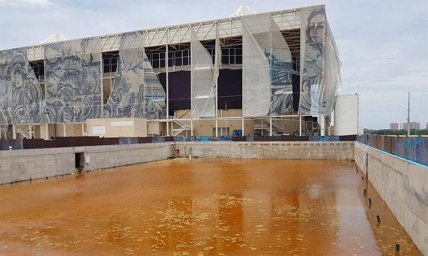 1. Эта серия жутких и угнетающих фотографий показывает, как изменились олимпийские объекты в Рио спустя полгода после Олимпиады 2016.
