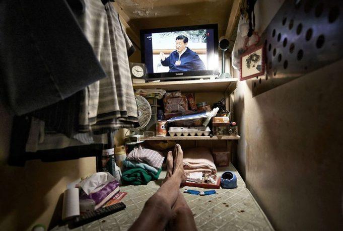 Шокирующие фотографии показывают жизнь в крошечных квартирах Гонконга