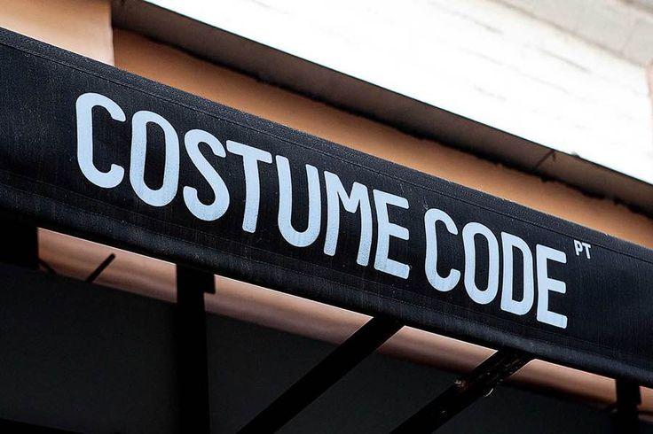 00d24068232c Вывеска магазина мужской одежды в Москве Costume Code.