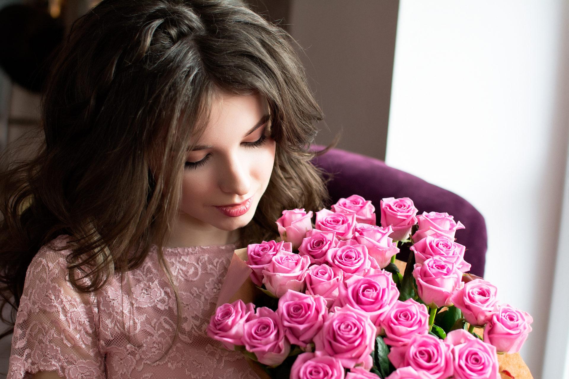 Шикарной женщине картинки с цветами