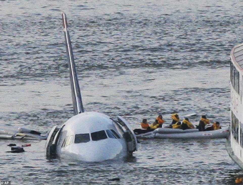 самолет пассажирский под водой фото привычное, часто