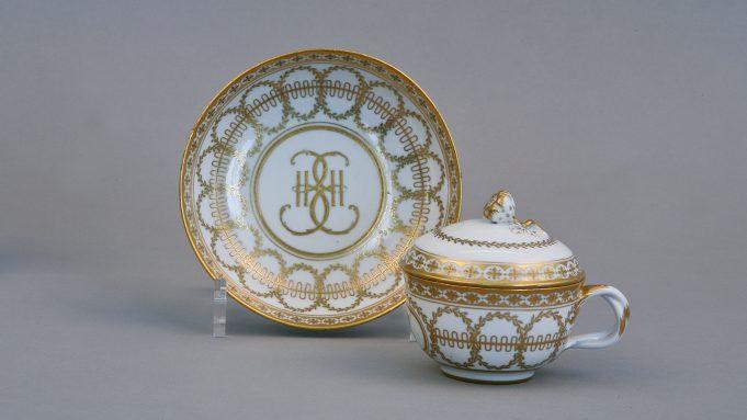 Почему русский императорский фарфор так популярен в США?