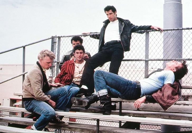 5. Синие джинсы.