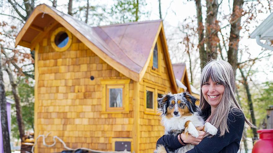 1. Маленький дом Бернадет из Мэриленда. Бернадет делит кров вместе со своей собакой.