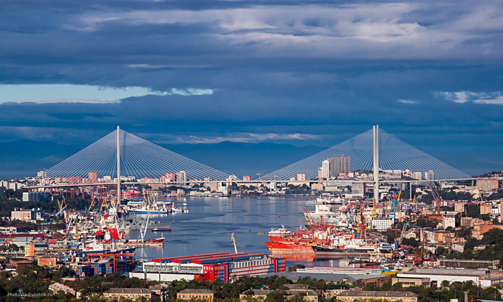 2. Владивосток, Приморский край. После проведения саммита АТЭС в 2012 году Владивосток буквально расцвел и обзавелся двумя великолепными мостами.
