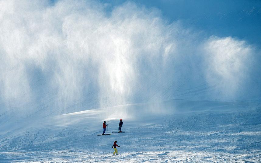 17. Лыжники на склоне горы Гросер-Арбер (Германия), высота которой 1456 метров.