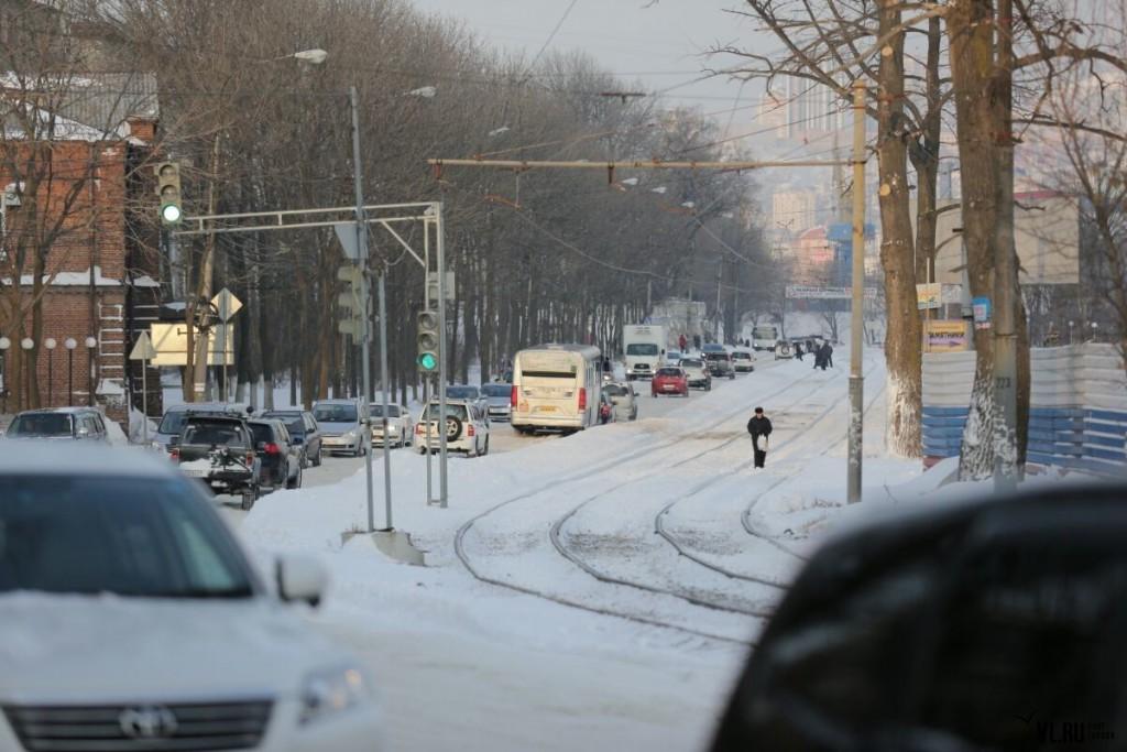 22. Владивосток в километровых пробках после снегопада (фото – vl.ru).