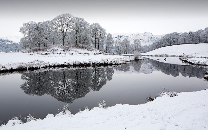 4. Англия. Река Братей после ночного снегопада в долине Langdale, Озерный край.