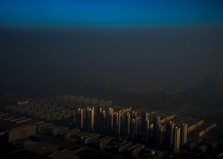 13. Категория «Проблемы современности. Одиночные снимки». Смог в Китае. Фото: Жанг Лей.