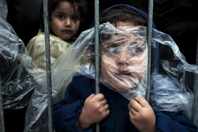 3. Категория «Люди. Одиночная фотография». Ребенок беженец в очереди на регистрацию. Фото: Matic Zorman.