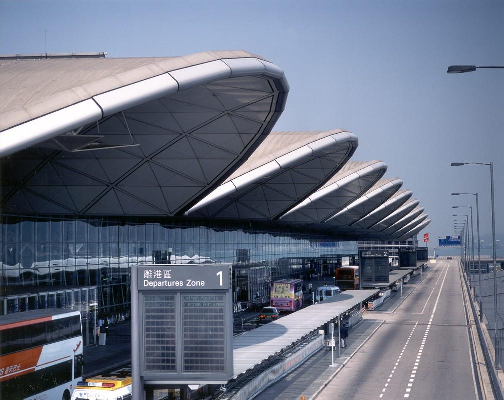 2. Международный аэропорт Гонконга. В вашем распоряжении огромный кинотеатр IMAX и даже поле для гольфа.