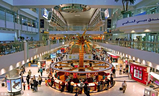 7. Аэропорт Дубай. Роскошный аэропорт с бассейном, тренажерным залом, джакузи и сауной. Также в аэропорту есть сады и множество ресторанов и магазинов.