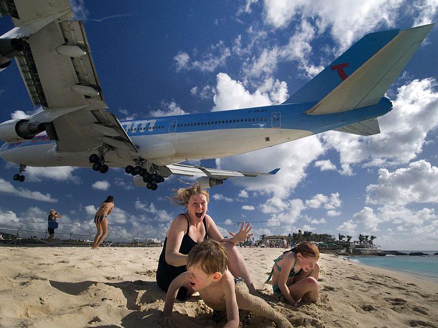 6. Пляж Махо-Бич с низколетящими самолетами, остров Сенн-Мартен.