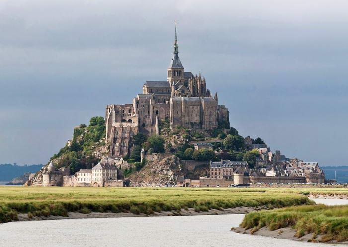 1. Замок Мон Сен-Мишель, Франция.