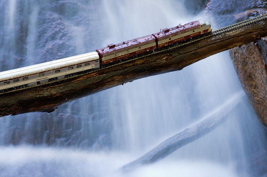 9. Дорога у водопада.