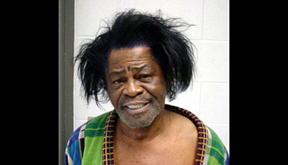 15. Джеймс Браун. Популярный певец провел 6 лет в тюрьме за нападение с отягчающими обстоятельствами и уклонение от полиции.