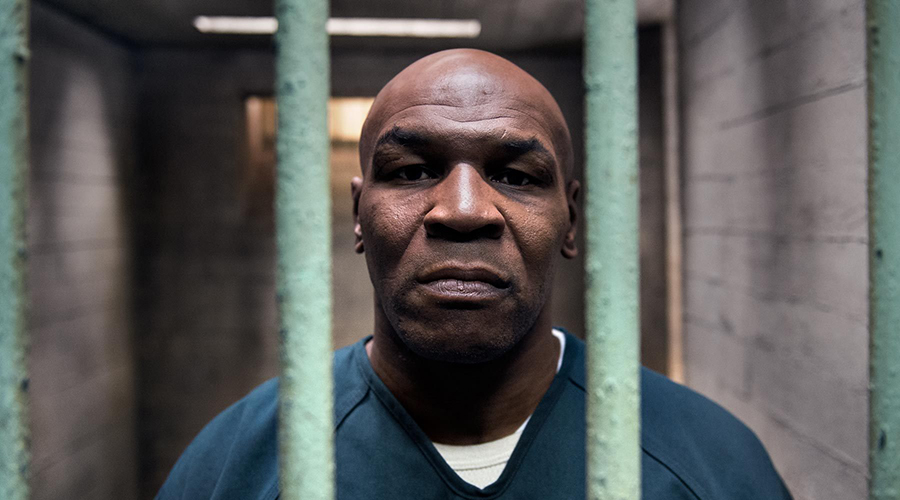 19. Майк Тайсон имел три судимости. В 1992 году боксер был приговорен за изнасилование к 6 годам тюремного заключения, из которых отсидел 3 года. В 1998 году Майка приговорили к 3,5 годам за избиение людей.