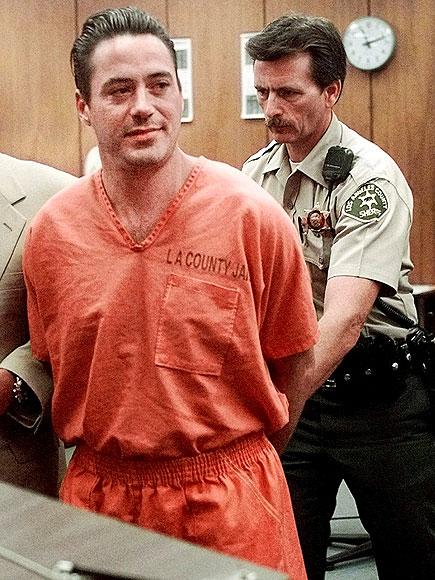 2. Роберт Дауни-младший. Роберт Дауни имел постоянные проблемы с наркотиками, но срок он получил за незаконное проникновение в чужой дом.