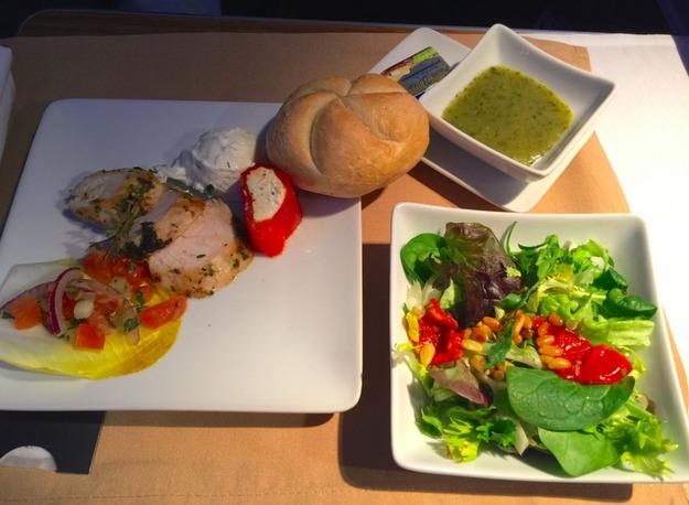 12. American Airlines - ужин в бизнес-классе.