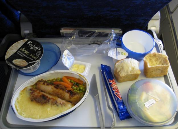 17. British Airways - ужин в эконом-классе.