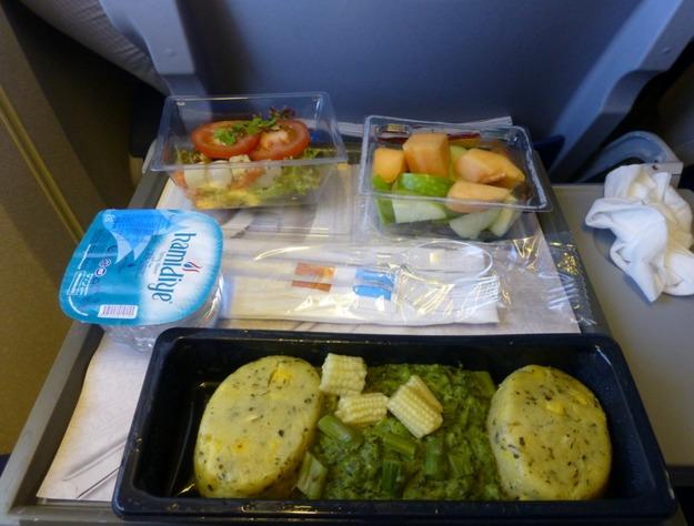 19. KLM - ужин в эконом-классе.