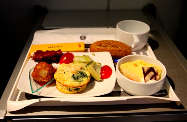 22. Lufthansa - ужин в бизнес-классе.