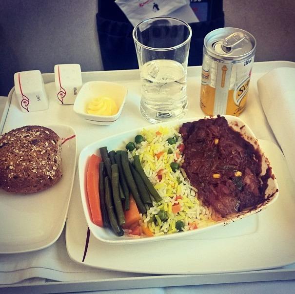 36. Kenya Airlines - ужин в бизнес-классе.