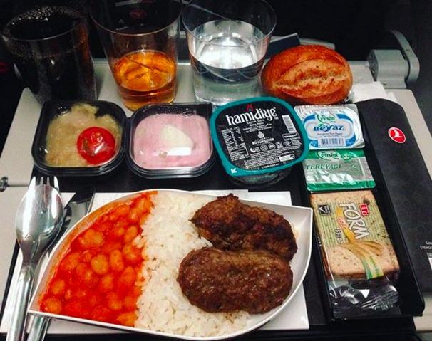 5. Turkish Airlines - ужин в эконом-классе.