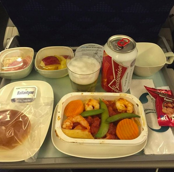 7. Корейские авиалинии - ужин в эконом-классе. В меню входит баночка пива.