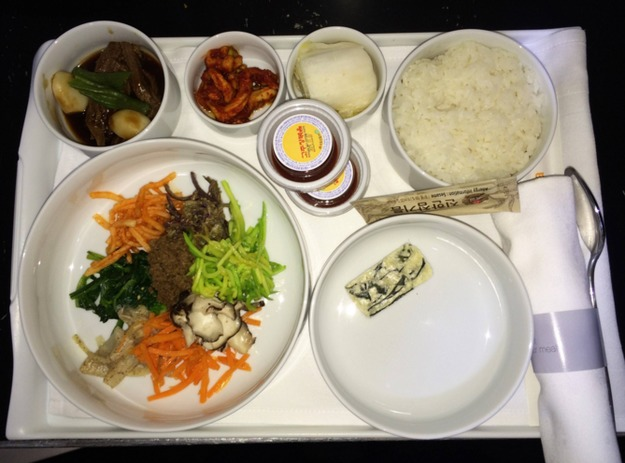 8. Корейские авиалинии - ужин в бизнес-классе.