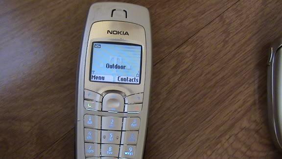 6. Nokia 6010 вышедшая в 2004 году. Еще один популярный мобильник от финской фирмы.