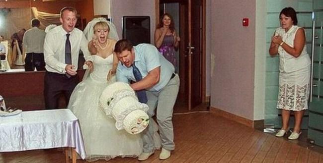 30. Все, что происходит на свадьбе – к счастью.