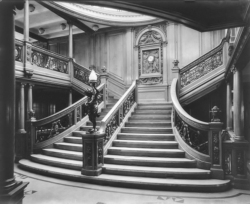 2. Изначально парадная лестница была создана для пассажиров первого класса.