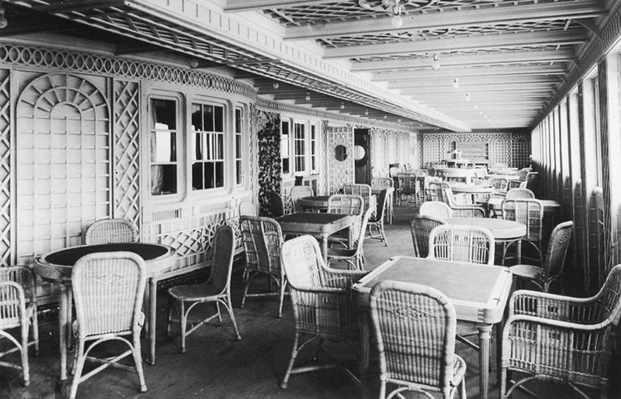 4. Это кафе, которое выглядит так, будто находится на улице в Париже, также предназначалось для пассажиров первого класса.