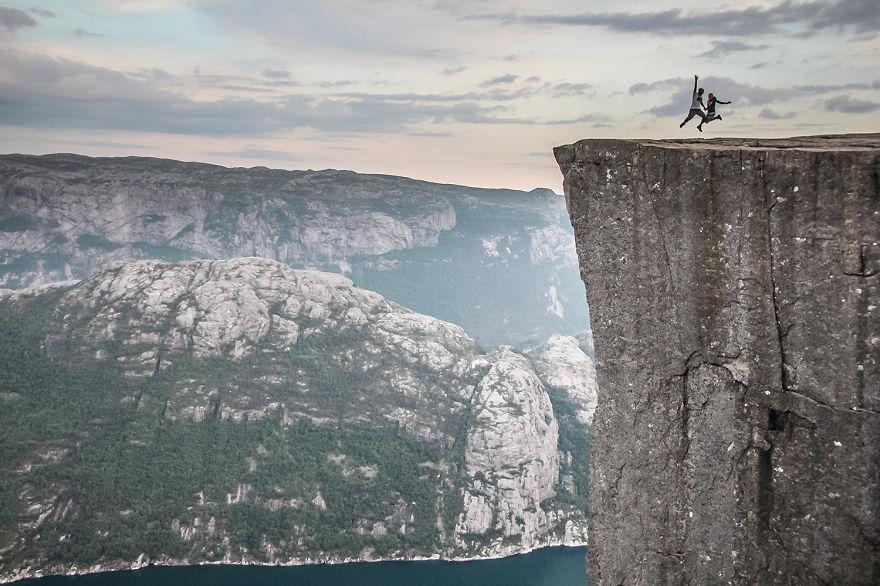 10. «Поднимались на вершины огромных скал в Норвегии».