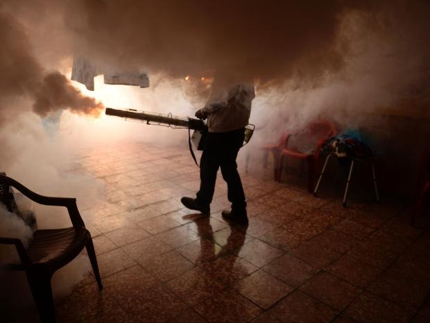 13. В рамках превентивных мер, работники министерства здравоохранения применяют окуривание помещение от комаров.