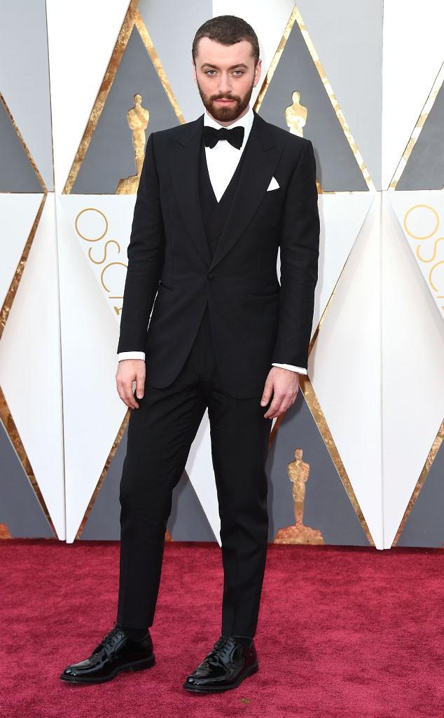 10. Певец Сэм Смит в стильном костюме от Dunhill и великолепных туфлях.