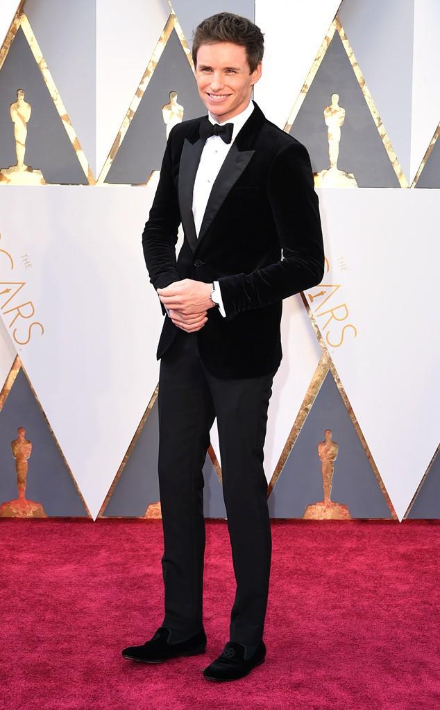4. Эдди Редмэйн получивший Оскар за роль Стивена Хокинга предпочел бархат. Смелый выбор актера выглядел очень уместно.