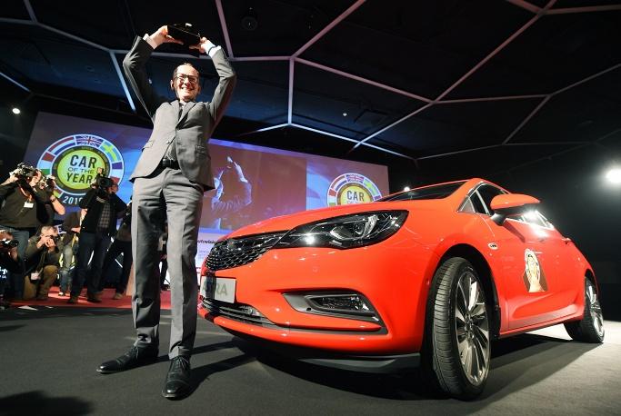 1. Генеральний директор Opel Карл-Томас Нойманн під час презентації Opel Astra.