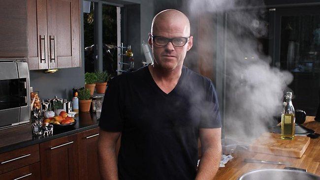 3. Хестон Блюменталь автор самых невообразимых блюд, таких как мороженное с яйцом и беконом, каша из улиток и других невообразимых кулинарных шедевров. А это его кухня.