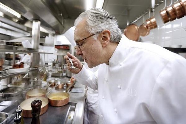 6. Ален Дюкасс – специалист по провансальской кухне. На фото кухня одного из ресторанов Дюкасса.